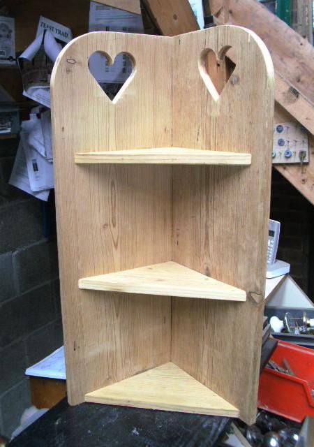 Corner shelf unit with heart motifs