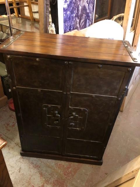 Cupboard - Metal and wood shelved