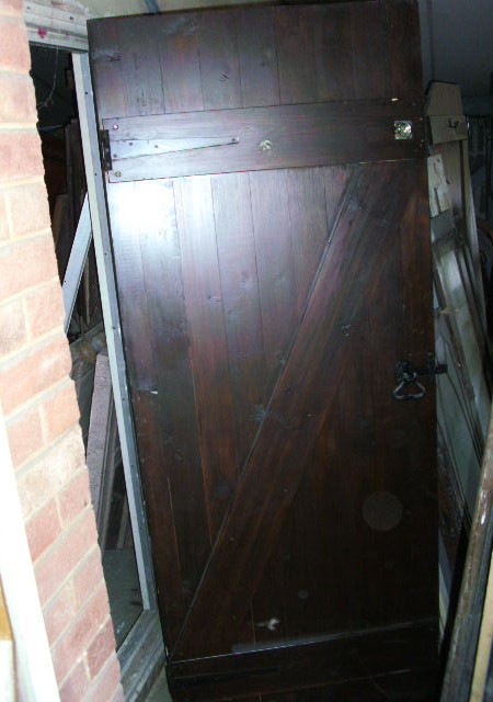 Set of 15 assorted sized matching ledged and braced doors including 30