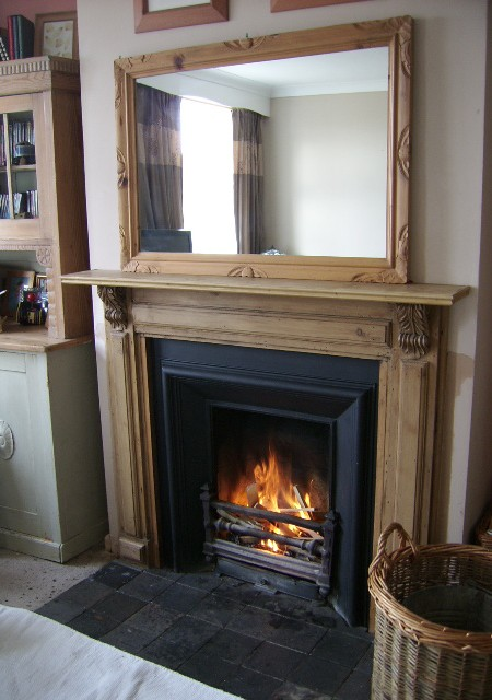 Victorian Royal Cast Iron insert with matching Pine Surround and overmantle mirror