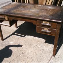 Desk - Oak desk - needs refurbing