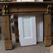 Fire surround with corbels